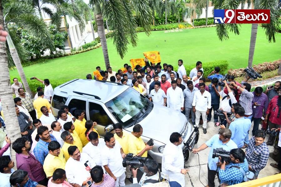 High Tension at Ex CM Chandrababu House, చంద్రబాబు ఇంటి వద్ద హైటెన్షన్..