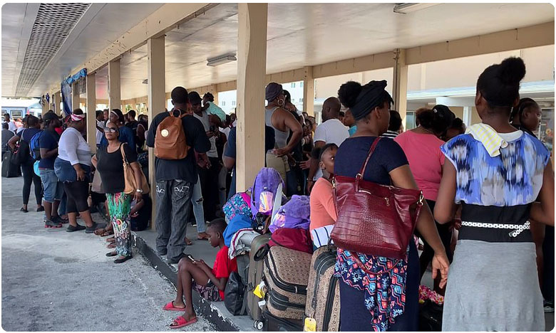 hundreds desperately wait in lines trying to flee the bahamas