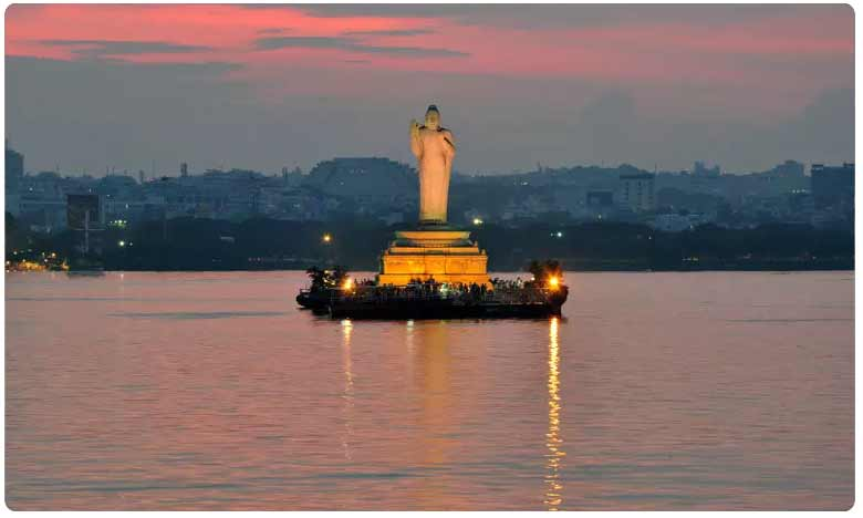 Officials to lift Gates of Hussain Sagar at any moment