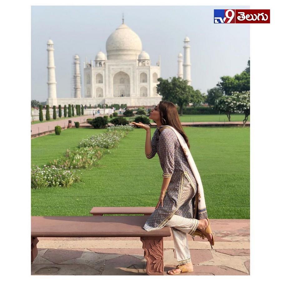 Kajal Aggarwal Latest Photos, తాజ్ మహల్కు అతి దగ్గరగా చందమామ