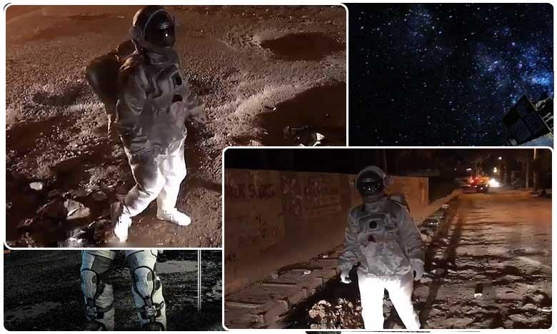 man dressed as an astronaut ' moonwalks ' over pot holes in benguluru road, రోడ్డు మీదే ' చంద్రుని గుంతలు '.. ' డూప్లికేట్ వ్యోమగామీ ' ! నీకివే వందనాలు !