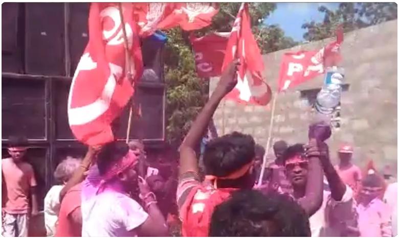 prakasam district communists sing revolutionary songs during ganapati immersion, ఎర్రజెండ్, ఎర్రజెండ్ ఎన్నియాలో.. అంటూ.. గణేషుని నిమజ్జనం..!