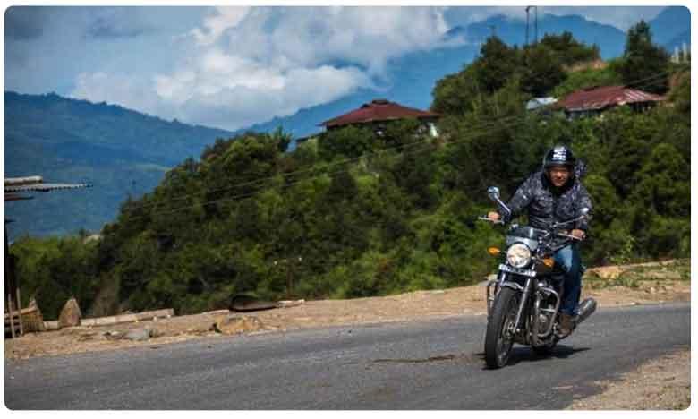 Arunachal Pradesh Cm Pema Khandu Goes On A Bike Ride, మూవీ యాక్షన్ని తలపించేలా.. బైక్ పై సీఎం ఒంటరి ప్రయాణం..!