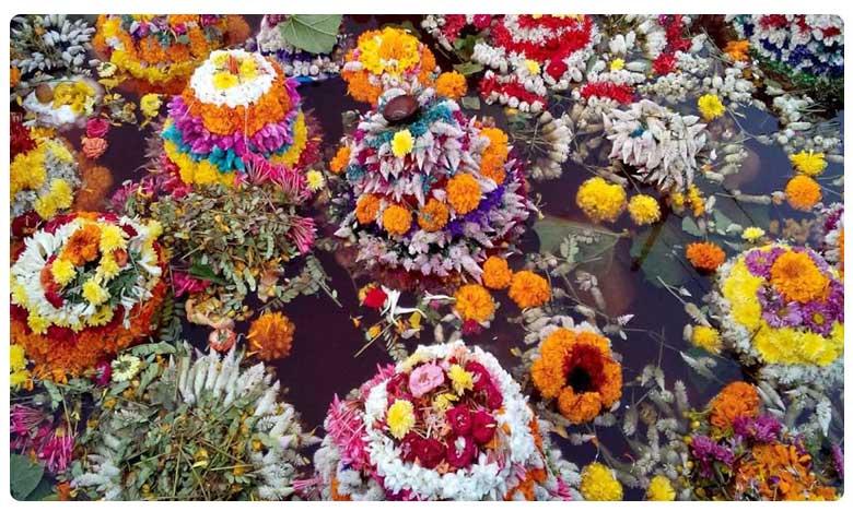 Saddula Batukamma Celebrations in Telangana, తెలంగాణలో ఘనంగా సద్దుల బతుకమ్మ సంబరాలు!