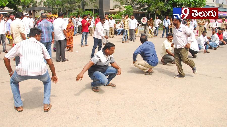 Telangana State bandh today, కొనసాగుతున్న తెలంగాణ బంద్.(ఫొటోస్ )