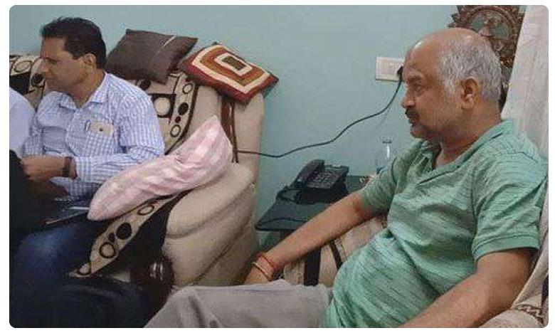 ACB raids on Govt Lecturer Association President Madhusudhan Reddy Residence, లెక్చరరే కానీ..లెక్కలేనన్ని ఆస్తులు!