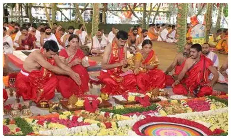 Ponguleti Srinivasa reddy Chandi yagam Did it Effect on Huzurnagar bypolls, కేసీఆర్ బాటలో పొంగులేటి… అదృష్టం కలిసొస్తుందా!