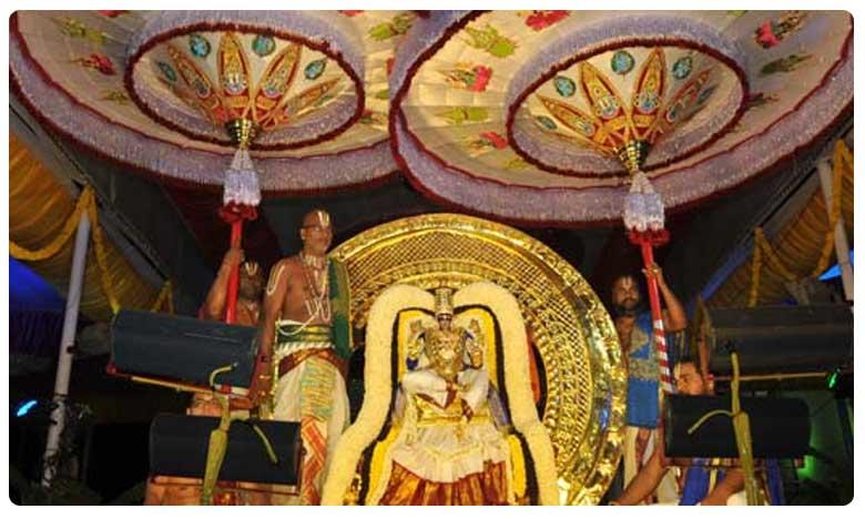 Tirumala Brahmotsavam: Lord Venkateshwara rides on chandraprabha vahanam, తిరుమల బ్రహ్మోత్సవాలు… చంద్రప్రభ వాహనంపై శ్రీవారు!