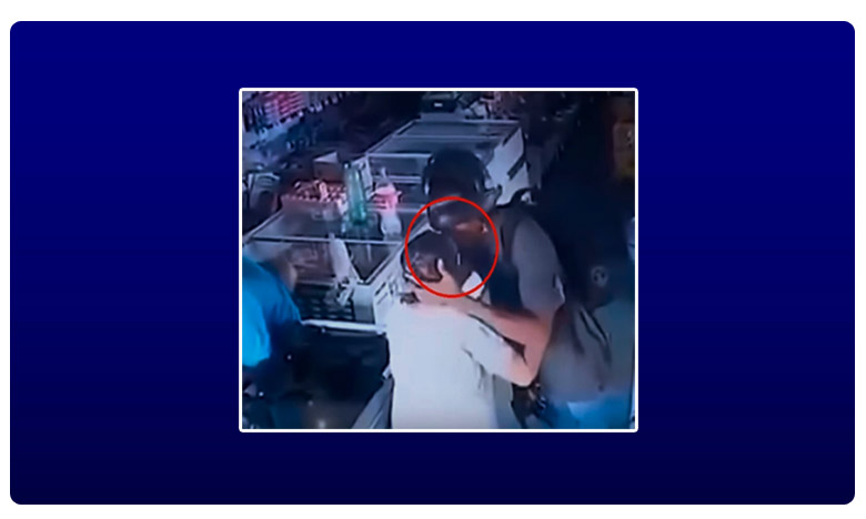 Armed pharmacy robber takes mercy on elderly shopper - and kisses her instead, వీడో మంచి దొంగ.. 'బామ్మకు ముద్దు-డబ్బులు వద్దు'