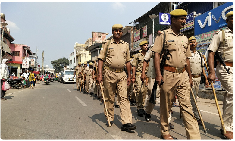 Security tightened in Ayodhya.. cops keep close vigil at Check Posts..What's Happening..?, కర్ఫ్యూ నీడలో అయోధ్య.. తుఫాన్ ముందు సైలెన్స్..?