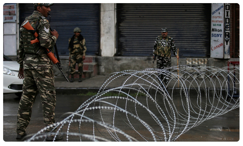 Terror Attack in Jammu Kashmir, కశ్మీర్లో రెచ్చిపోయిన ఉగ్రవాదులు.. వ్యాపారి, కార్మికుడు మృతి