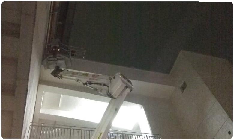 Loose material removed at Hyderabad metro stations, చేతులు కాలాక ఆకులు పట్టుకుంటున్న హైదరాబాద్ మెట్రో