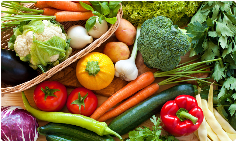 Prices of Vegetables Increased due to RTC strike and Heavy Rains, అటు భారీ వర్షాలు.. ఇటు ఆర్టీసీ సమ్మె.. నలిగిపోతున్న సామన్యుడు..!
