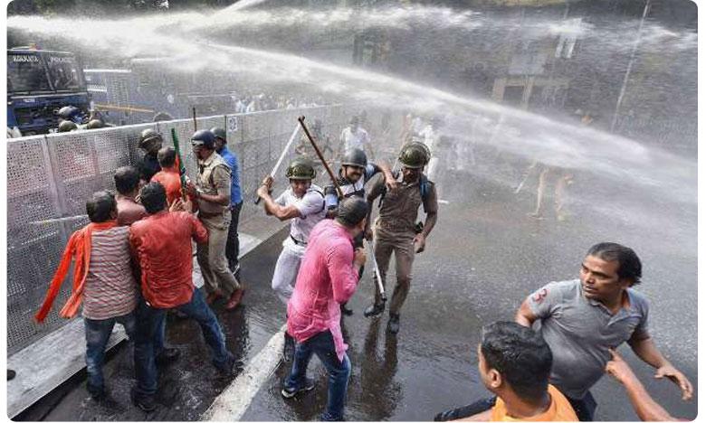 BJP Workers Protesting Over Dengue Deaths Clash With Police In Kolkata, కమలదళంపై లాఠీచార్జ్.. 60 మందికి గాయాలు.. 37 మంది అరెస్ట్..