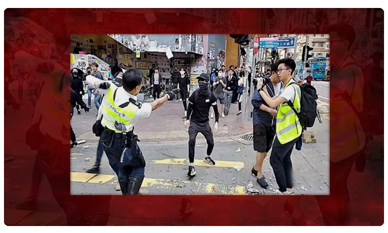 Hong Kong police officer shoots protester at point-blank range, హాంకాంగ్ లో రెచ్చిపోయిన పోలీసులు.. వైరల్ అవుతున్న వీడియో!