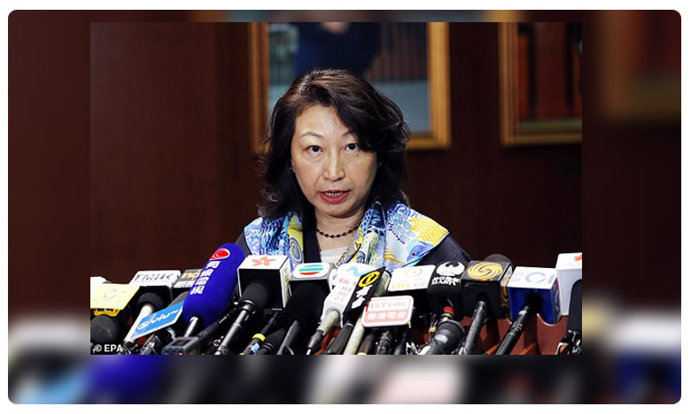 Teresa Cheng targeted by dozens of protesters in Holborn shouting murderer, లండన్లో రెచ్చిపోయిన హాంకాంగ్ నిరసనకారులు.. మహిళా మంత్రిపై దాడి