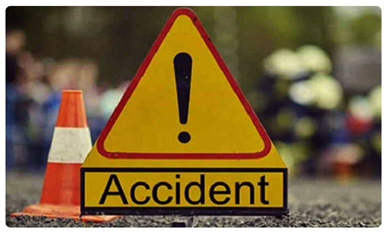 Telangana: 4 killed in road accident at Kamareddy, దారుణ ప్రమాదం..ఒక్కరు కూడా ప్రాణాలతో మిగల్లేదు..