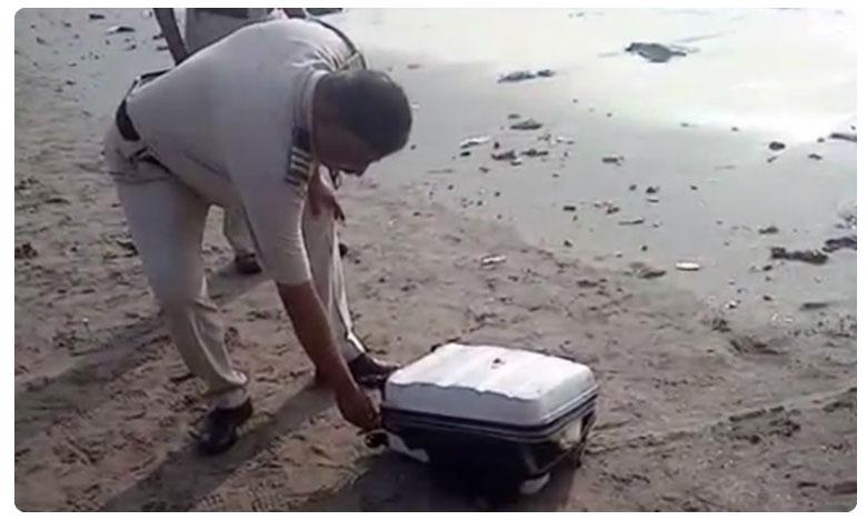 Suitcase Stuffed With Chopped Body Parts Washes Ashore on Mumbai beach, సూట్కేసులో శరీరభాగాలు..రంగంలోకి పోలీసులు