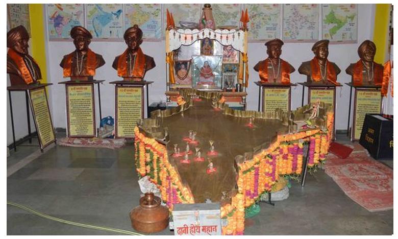 A unique temple of immortal martyrs in Ujjain, సెల్యూట్ చేయాల్సిందే..అమర జవాన్లకు గుడి కట్టారు..
