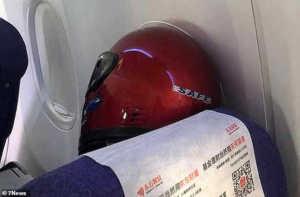 Chinese people around the world have started wearing plastic containers, కరోనా భయం.. చైనీయుల ముఖాలకు ప్లాస్టిక్ బాటిల్స్ !