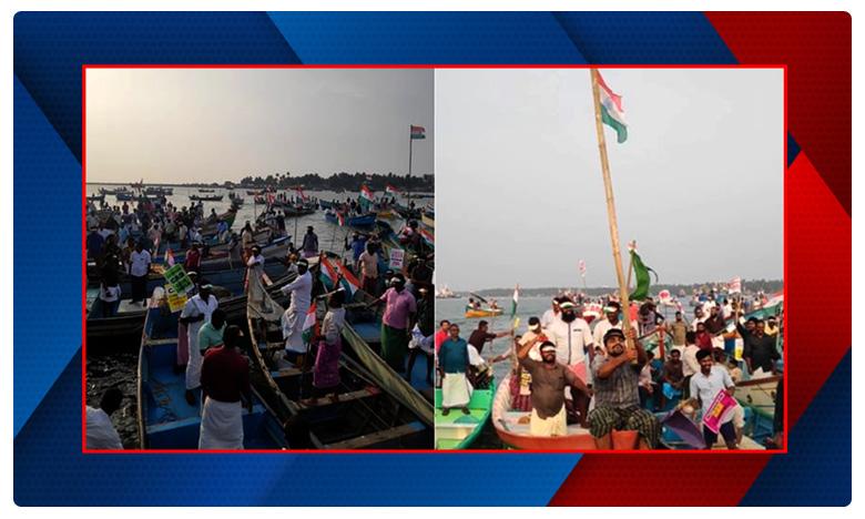 Fishermen in Kerala held a unique protest to oppose the Citizenship Amendment Act, సీఏఏకి వెరైటీ నిరసన.. బోట్లలో 'వాటర్ మార్చ్'.. కేరళీయ కలర్