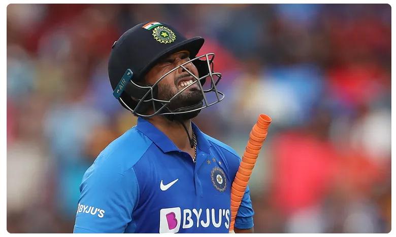 India vs Australia: Concussed Rishabh Pant ruled out of 2nd ODI, రెండో వన్డే నుంచి పంత్ ఔట్..