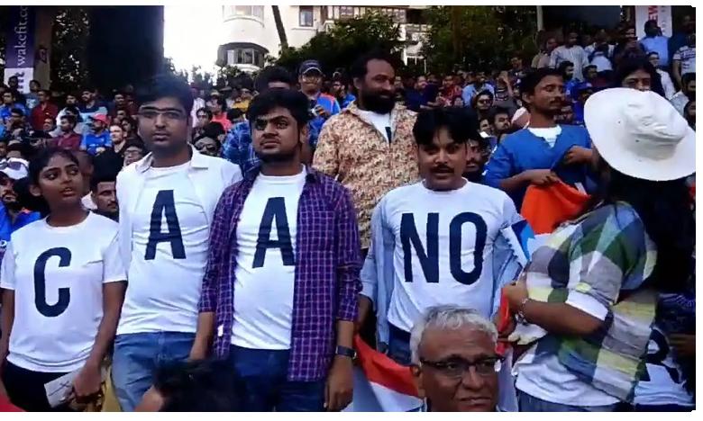 "Protests Against CAA.. NRC During India Vs Australia Match At Wankhede, వాంఖడే మ్యాచ్లో ""ఎన్నార్సీ.."" ప్రేక్షకులంతా పరేషానీ.."