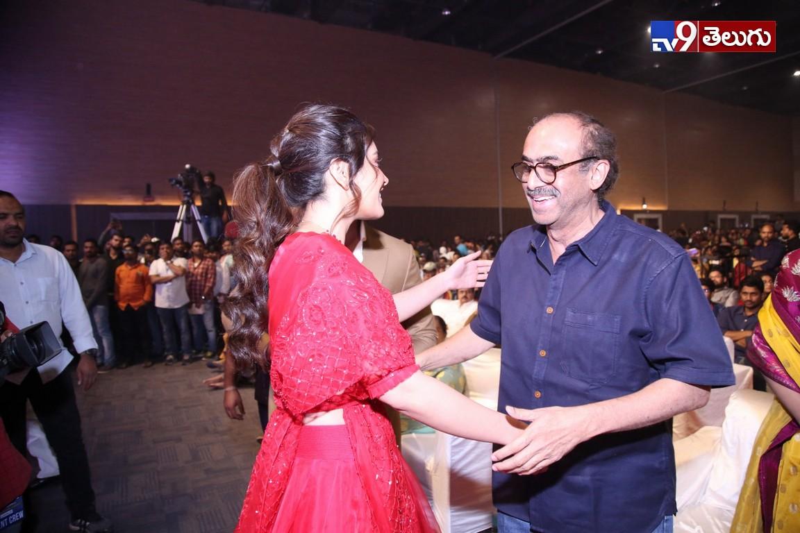 Vijay Devarkonda WFL Pre ReleaseEvent Photo Gallery, విజయ్ దేవరకొండ 'వరల్డ్ ఫేమస్ లవర్'  ప్రి రిలీజ్ ఈవెంట్