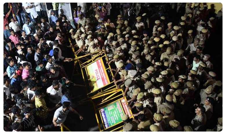 Anti-CAA protest by Muslims turn violent in Chennai, అర్థరాత్రి చెన్నైలో ఉద్రిక్తత.. ఎన్ఆర్సీని వ్యతిరేకిస్తూ ముస్లింల ధర్నా..