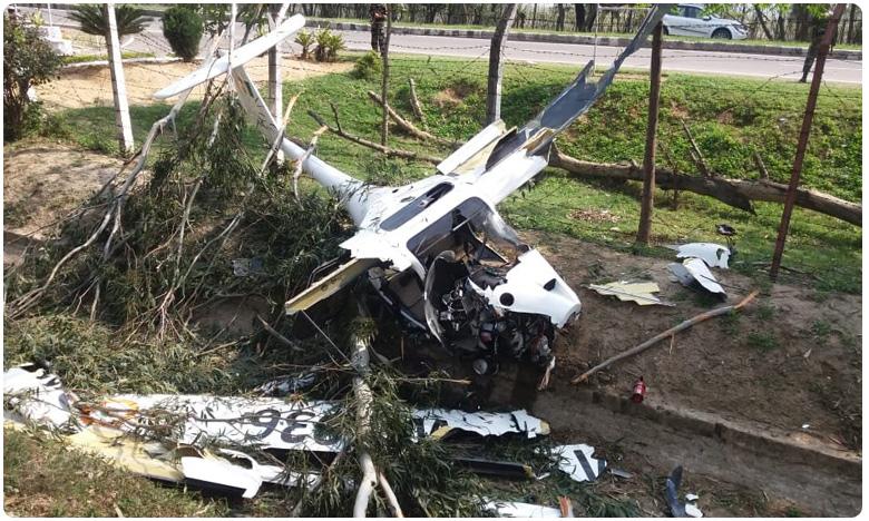 Air Force Pilot Killed As Trainer Aircraft Crashes In Punjab's Patiala, కుప్పకూలిన ఎయిర్క్రాఫ్ట్.. వింగ్ కమాండర్ జీఎస్ చీమ మృతి