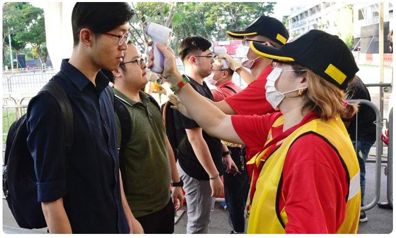 coronavirus outbreak: corona outbreak: Singapore on orange alert, సింగపూర్లో 'ఆరెంజ్' అలర్ట్: కొనుగోళ్ల తాకిడి.. మార్కెట్లు ఖాళీ..