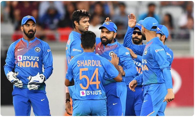 Indian team fined by ICC for slow over-rate during fifth T20I against New Zealand, టీమిండియాకు షాక్ మీద మరో షాక్.. గెలిచినా కూడా.. ఇలా…