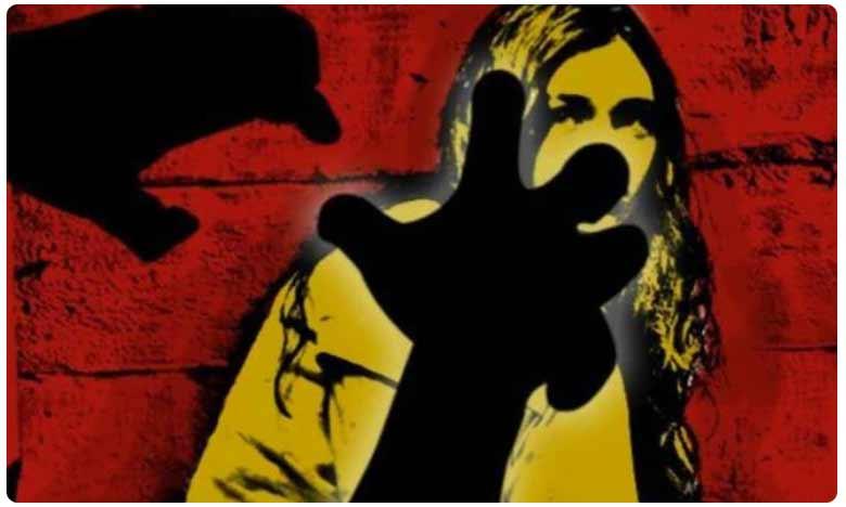 twent four-yr-old woman accuses two cops of raping her in Gorakhpur, టీచర్పై పోలీసుల గ్యాంగ్ రేప్.. ఆపై చేతిలో రూ.600 పెట్టి.. ఆ తర్వాత..!