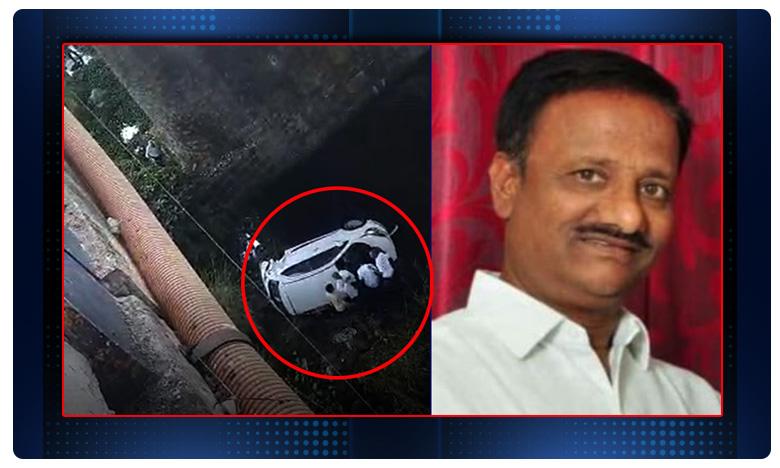 Car Accident in Karimnagar, బ్రిడ్జిపై నుంచి కింద పడిన కారు.. ఒకరి మృతి.. పోలీసు కూడా !