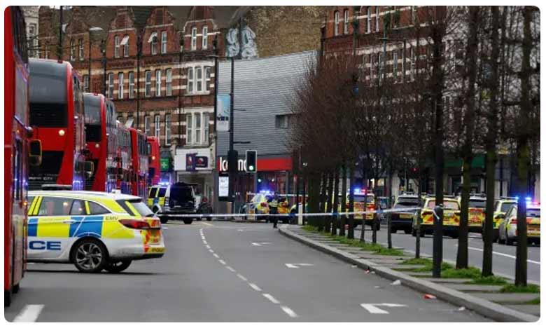 Man Shot at in London Police On Twitter, లండన్: పోలీస్ కాల్పుల్లో అనుమానిత ఉగ్రవాది మృతి