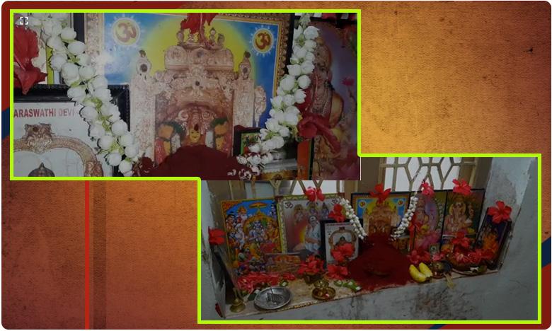 Saffron Drops From Kanakadurgama Photo, అమ్మవారి నుదుట సింధూరం..రాశులుగా రాలుతోంది..!
