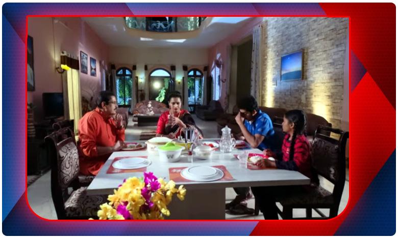 karthika deepam tv serial, 'పసిపిల్ల మైండ్ని ఎందుకు పాడు చేస్తున్నారు'?