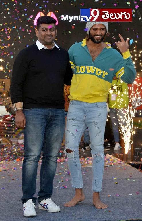 Vijay Devarkonda Rowdy Wear Brand Promotions in a New Way, రౌడీ వేర్ ప్రొమోషన్స్లో  'విజయ్ దేవరకొండ' హంగామా