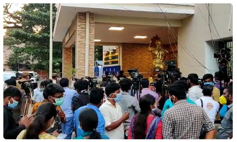 World Famous Lover collections, Vijay Deverakonda: ఆ నిర్మాత కష్టాలను విజయ్ వింటారా..!